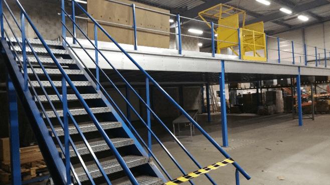 Mezzanine industrielle d'entrepôt